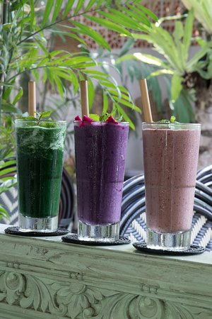 berry smoothies, and the green machine detox