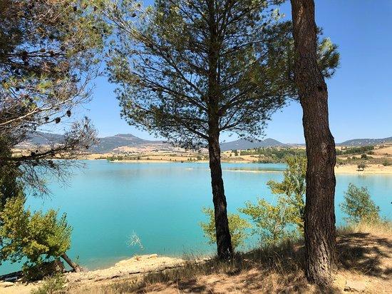 Abarzuza, Spania: Alojados en casa Artea Pantano de Alloz, se puede hacer piragüismo, parapente ..