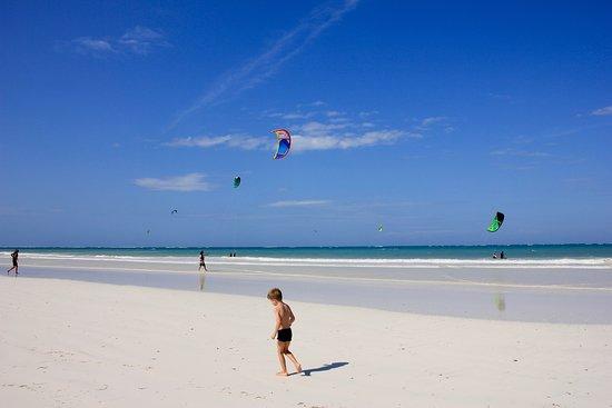 Kitesurfen 4-daagse beginnerscursus (groep, 2: 1): Can a beach be more attractive?