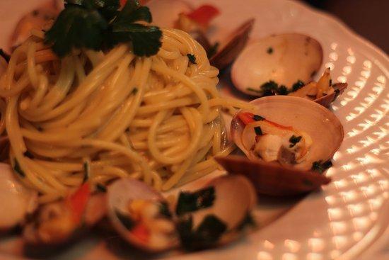 Spaghetti & Fasolari 🍝🐚  #italianrestaurant #spaghetti #maincourse #seafood #campodefiori #Hosteriadeibaullari #express