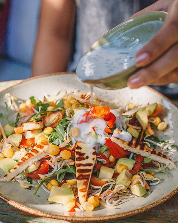 guests love this grilled halloumi salad