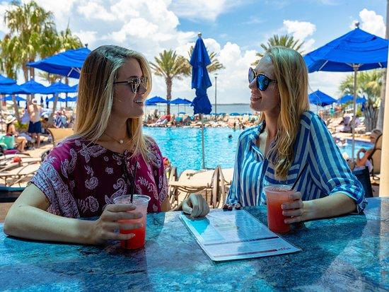 Portofino Island Resort: Tropical Drinks & Frozen treats at our pool deck bar, Cobalt