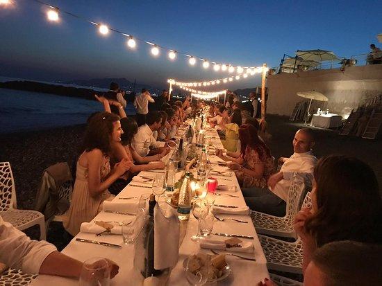 Cena in spiaggia / Dinner on the beach / Pieds dans l'eau