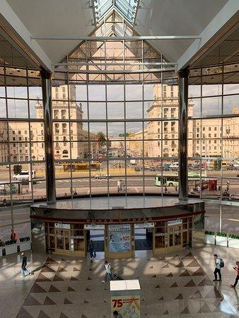Ворота Минска: Aus dem Bahnhof heraus