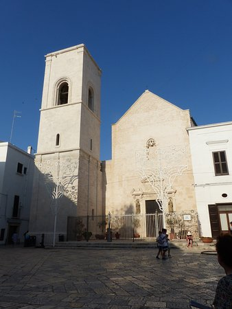 Piazza Vittorio Emanuele II - Iglesia