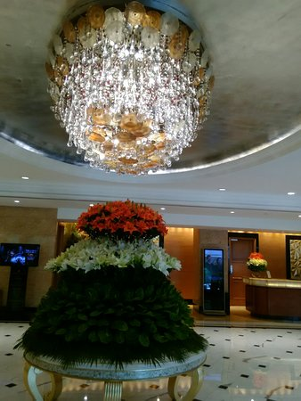 On the occasion of India Independence Day: lobby of Shangri-la. The colours sybolise the country's national flag.