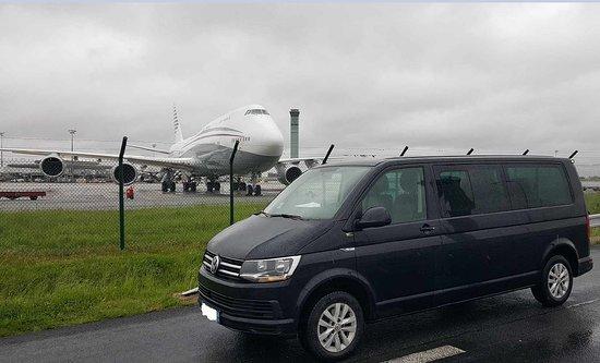 Couvains, Frankreich: Navettes aéroports