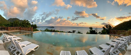 Jungle Bay Dominica: View of Soufriere Scotts Head from the infinity pool.