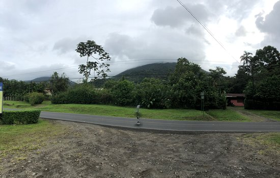 Aventura en vehículo todoterreno en La Fortuna: I could see the Arenal volcano from this spot.