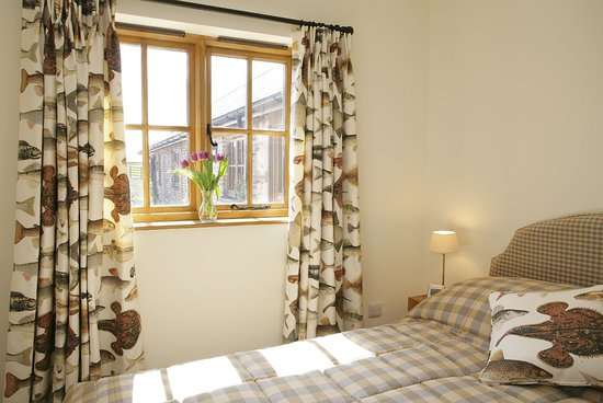 Grange Farm Country Cottages: Bedroom in Fisherman's Lodge, overlooking the gardens.