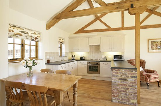 Grange Farm Country Cottages: Dining and living area in Fisherman's Lodge.