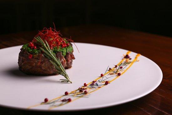 Enoteca Ristorante Gallo Nero: Filetto al Pesto di Rucola e Pepe Rosa