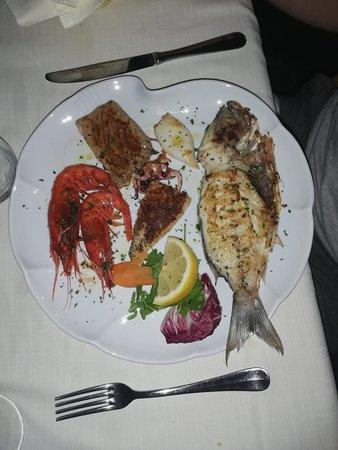 Ristorante Da Agostino: Grigliata mista ...pesce freschissimo!!!