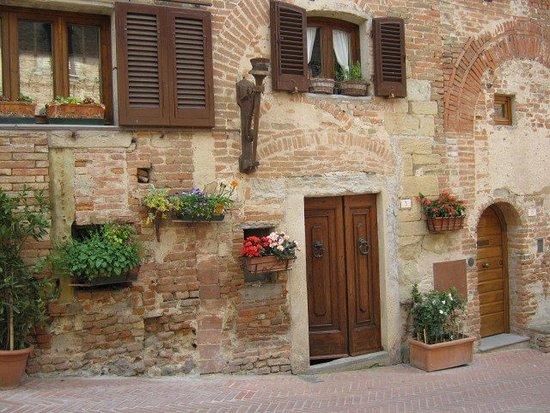 Чертальдо, Италия: Alt Certaldo,accessible by a funiculaire