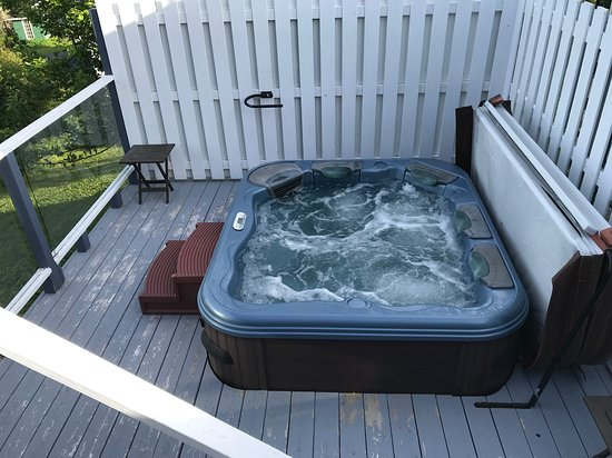 Hot tub off the south deck with great views.