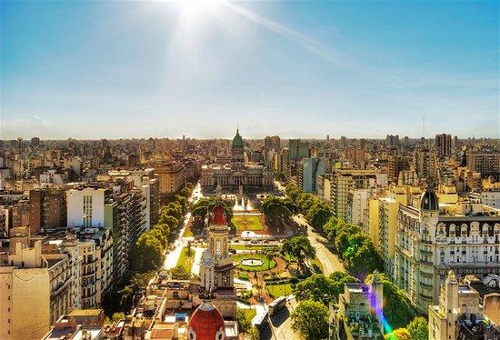 Além da arquitetura charmosa, a cidade de Buenos Aires tem diversos pontos turísticos, parques,  (417340105)