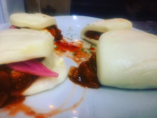 Lola Gastrobar: Bao street pork