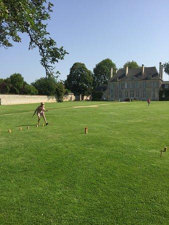 Chateau de Martragny: Kubb on the lawn