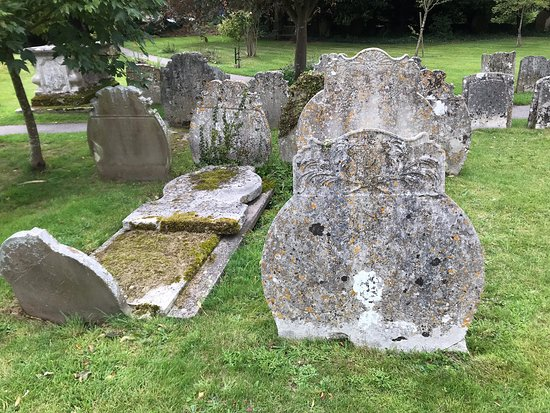 Cookham, UK: Interior features and unusually shaped tombstones in the churchyard