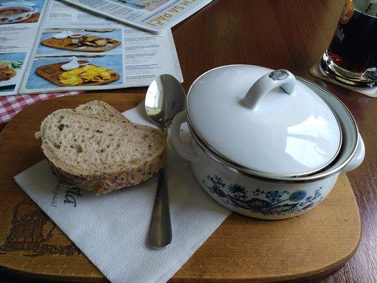 Jemne pikantná držková s chrumkavým chlebíkom