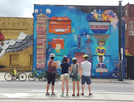 This incredible mural in the Old Fourth Ward is called the Paragraphalizer and was installed by @theoccasionalsuperstar, Fabian Williams.