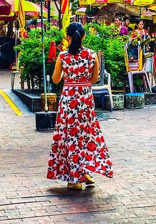 Kampong Glam: Singapore girl