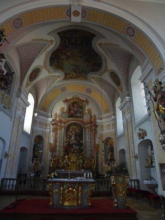 Der Altarraum der Pfarrkirche St. Laurentis (2)