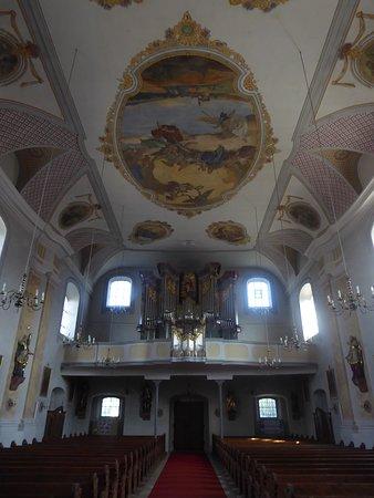 Orgel und Deckengemälde der Pfarrkirche St. Laurentis
