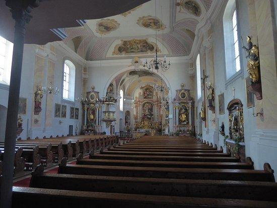 Das Kirchenschiff der Pfarrkirche St. Laurentis (2)