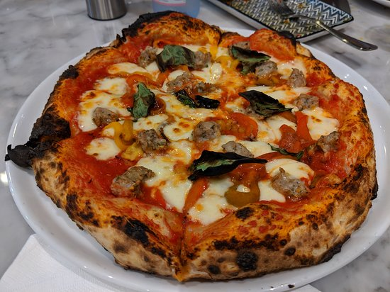 We shared one of their 'red' pizzas with their homemade sausage & peppers pizza. Made with chunks of their sausage & with lots of oven smoked red & yellow peppers.