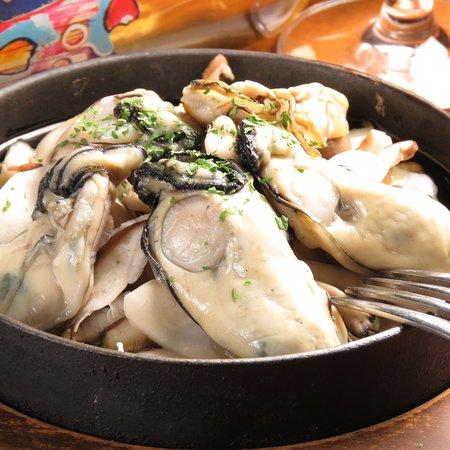 HIROSHIMA ITALIAN AO: 広島産牡蠣のアヒージョ