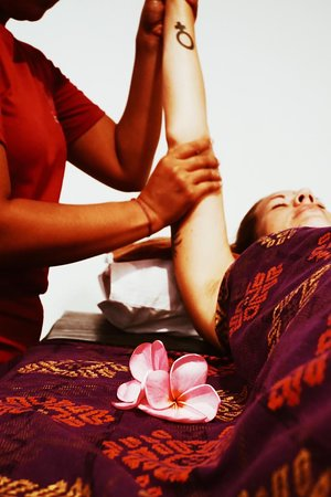 Arm and hand massage is included in our 60 minutes and 90 minutes full body massage.