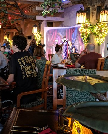 seat with view of evil queen photo op at Storybook dining before we got moved to the back corner
