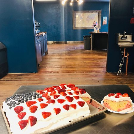 Kodi Rae's Coffee & Bakery: Cake