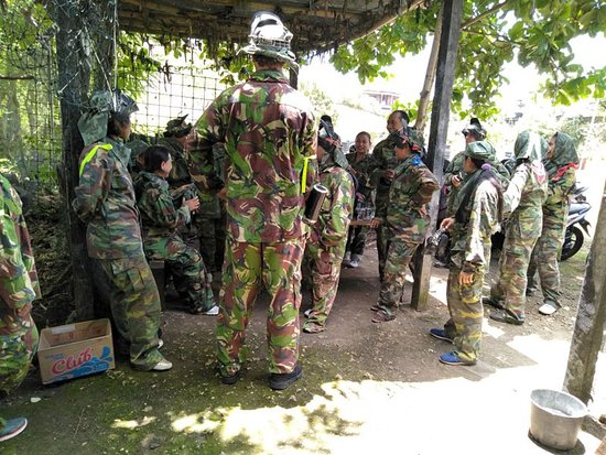 Jimbaran Hill Paintball by Bali Paintball Arena: Strategy briefing.