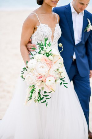 Looking for the perfect bouquet... we can design it for you!  Design by: Kukua Wedding Team  Photo by: Iris Van Nes Photography