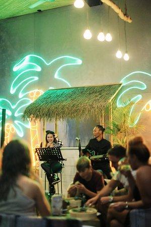 Salazon Bali: Live Acoustic