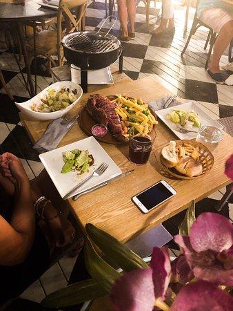 Grill junto a la mesa