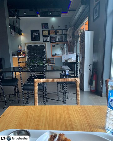 Ilorin, Nigeria: Interior view of the Commodores Cafe and Grill