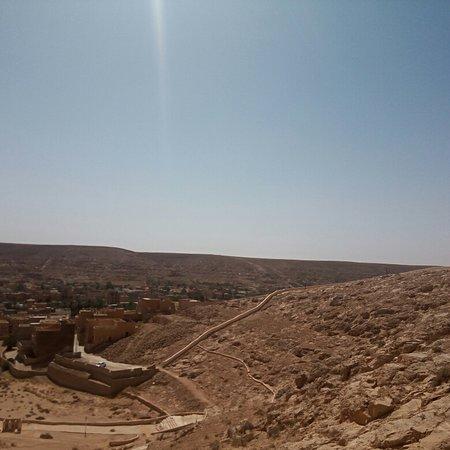 Ghardaia, Argelia: El ATTEUF  est une commune de la wilaya de Ghardaïa ( Algérie)construite en 1012, El Atteuf est la doyenne des sept villes du Mzab dont le nom en Amazigh Mozabite initial était « Tajnint » ou « At Tadnit ». L'ibadisme estle rite desMozabites.