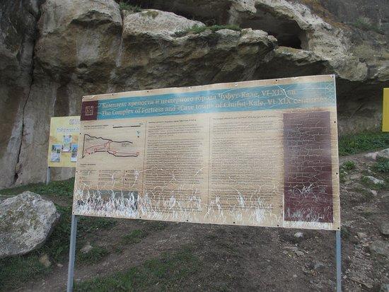 информационный стенд о пещерном городе и его истории