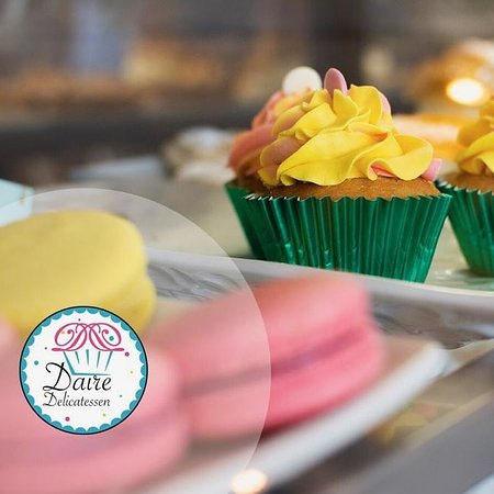 Innombrables Cafe: Macarons y Cupcakes
