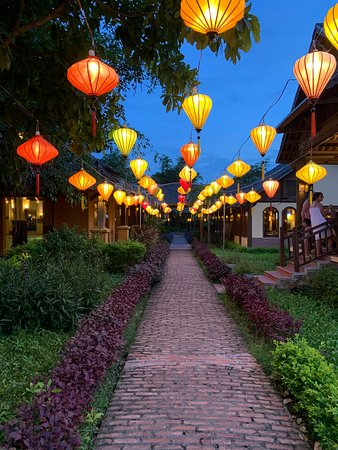 L'area Piscina, Spa e Ristorante sono collegati da un bellissimo viale con tantissime lanterne colorate