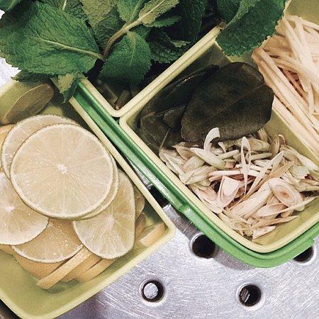 Für unsere Tee Kreationen, Zitronengras, Zitrusfrüchte, Minze, Ingwer und Limettenblättern..und das war noch nicht alles!