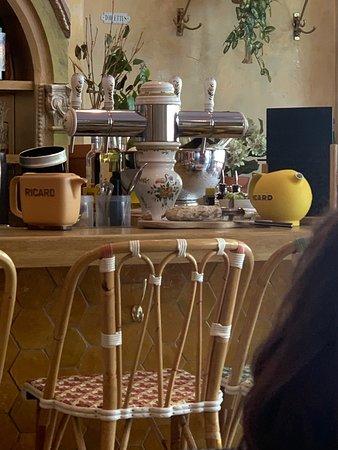 Brasserie Cézanne: Beautiful bar