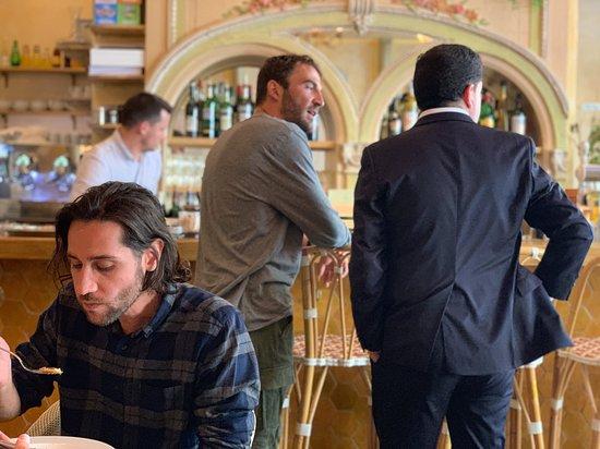 Brasserie Cézanne: Friends meeting