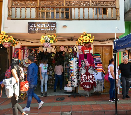 Guatape, Колумбия: lots of shopping places