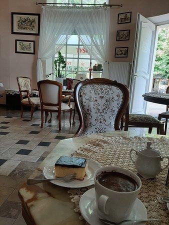 Restauracja I Kawiarnia Z Widokiem Na Dywany Kwiatowe