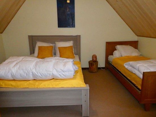 Gite Les Sureaux 65: chambre tournesol 2eme étage avec 4 couchages