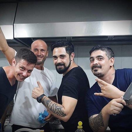 Navodari, โรมาเนีย: Chef Felix si echipa!
